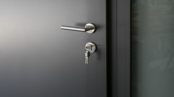 Jak właściwie zadbać o drzwi wejściowe?