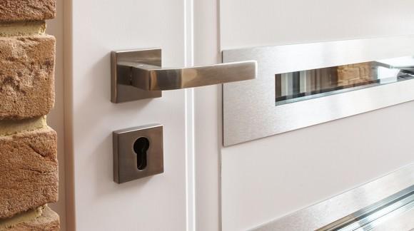 Jak dopasować klamkę do drzwi zewnętrznych?